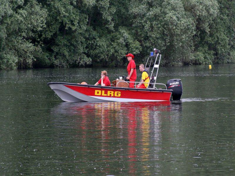 DLRG Boot auf dem Lampertheimer Altrhein