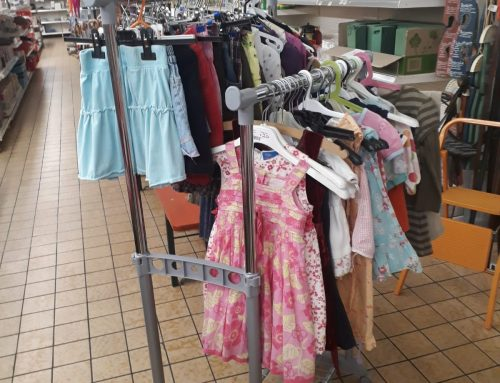 Kinder Sommerkleidung und Mehr bei edi Basar