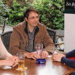 Spargelköniginnen mit Dirk Eichenauer beim Erfahrungsaustausch
