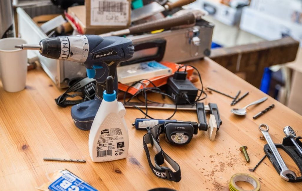 Repaircafe Ried Werkbank mit Werkzeug